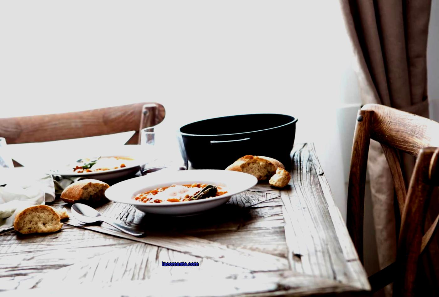 Sit down and eat normally: food tourism for beginners