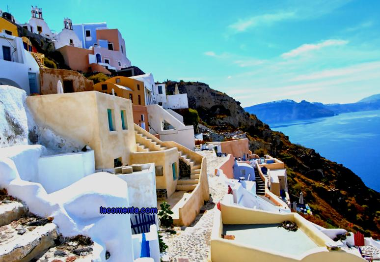 On what conditions is Greece ready to accept foreign tourists